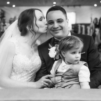 Familie bei einer Hochzeit